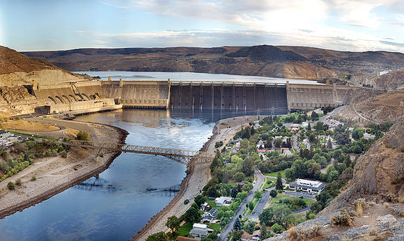 580px-Grand_Coulee_Dam_Panorama_Smaller